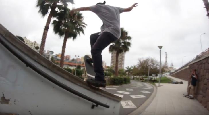 Skate canario en el clip All For The Hommies