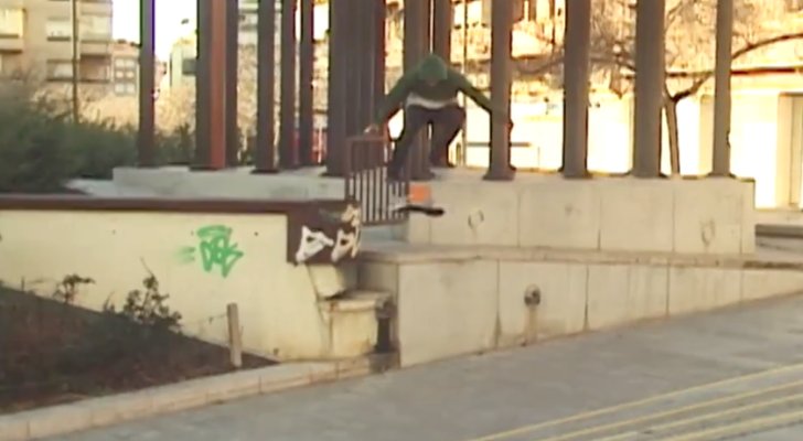 Arthur Dias patinando las calles de Barcelona