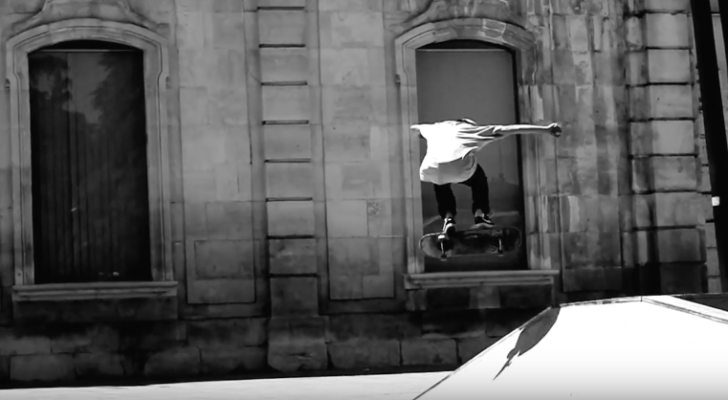 El clip Contrast nos trae patín madrileño en blanco y negro