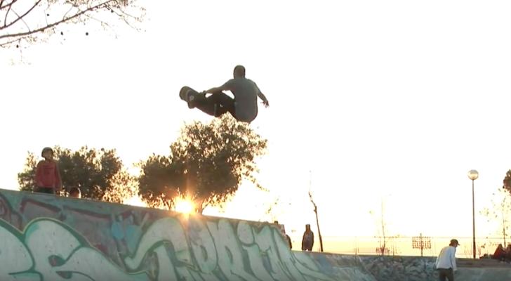 Clip con Sergio Dotor y Juan Fuentes ripando el skatepark de Alicante