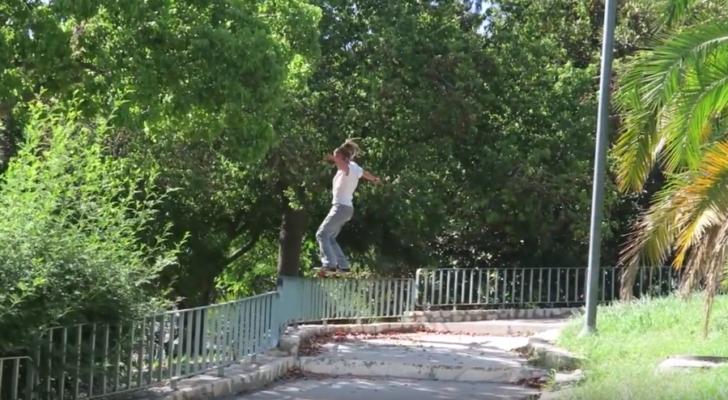 Fhire García en un clip de Farol Skateboarding