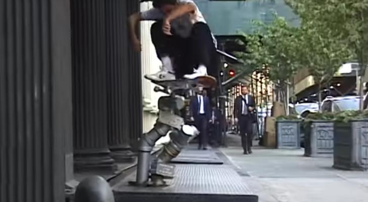 Juan Virues cerrando el nuevo clip de Hotel Blue desde Nueva York