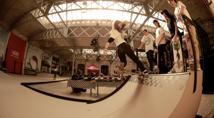 Helena Long y Julia Benedetti en el Vans Girls Skate Camp