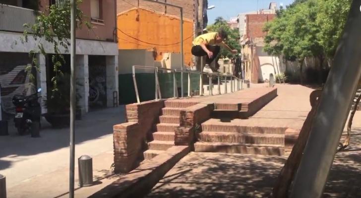 Clip con el paso por Barcelona de Alejandro Beneito y sus colegas