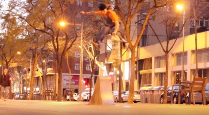 Ellas patinan en el clip Dolores #3
