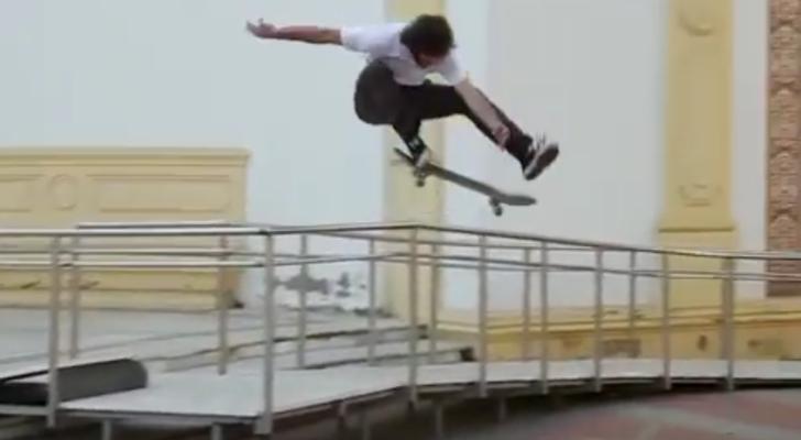 Thanks & Lucky. Nuevo clip de Carlos Neira