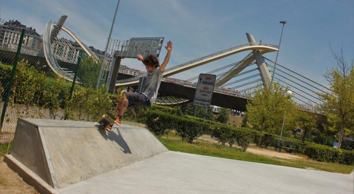 Probando el nuevo skatepark de Ourense